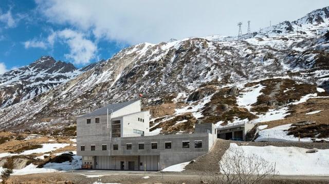 La staziun a val da la nova pendiculara che maina da Stgegia (Val Medel) sin il Piz Scopi.