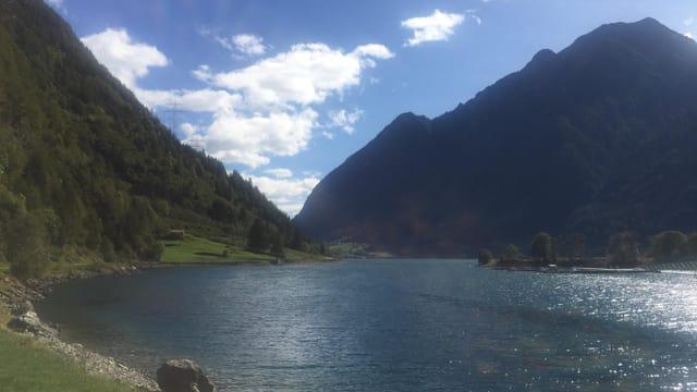 Blick über den vom Nordföhn gekräuselten Lago die Poschiavo.