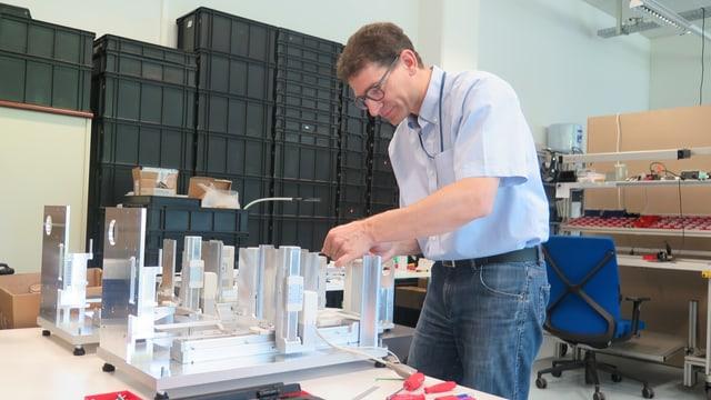 Ruedi Bieri, Gründer von Stat Peel, baut Messgeräte für Nanopartikel.