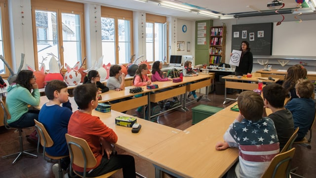 La scolasta declera a la 5avla classa da Mustér tge ch'igl è da far.