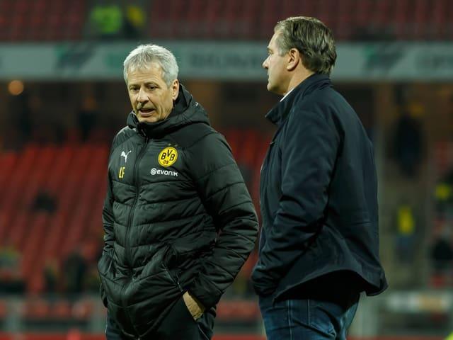 Michael Zorc und Lucien Favre auf dem Spielfeld.