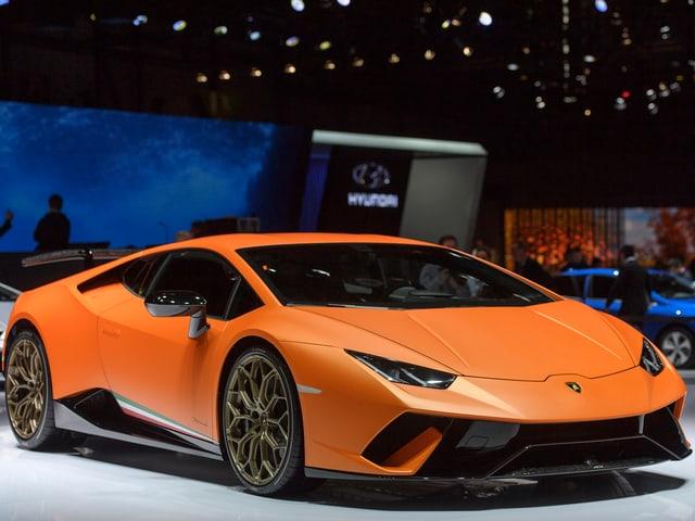 Lamborghini Huracán Performante, schnelles, flaches, teures Auto