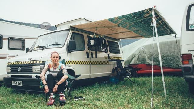Alice aus Grossbritannien und ihr Talbot-Bus.
