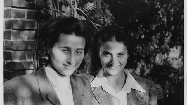Anita Lasker e sia sora Renata enturn il 1945 - praschunieras politicas ad Auschwitz. Ellas aveva gidà a fugitivs.