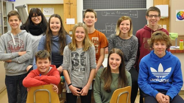 Scolaras e scolars da la 2. secundara e reala da Sedrun.