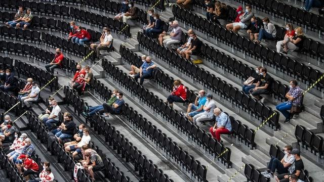 Fans im Eishockey-Stadion.