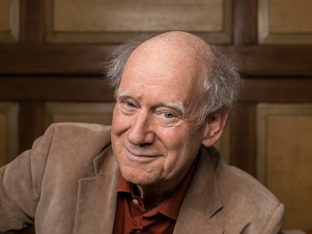 Der Schweizer Schriftsteller, Kabarettist und Liedermacher wird 75 Jahre alt.