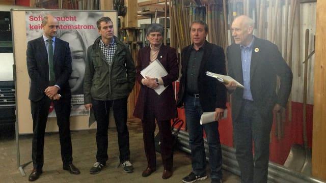 Josias Gasser preschentà en la garascha da sia firma ils arguments per l'abandun da l'energia nucleara.