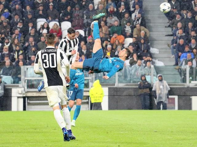 Cristiano Ronaldo bei der Ausführung des Fallrückziehers in Turin.