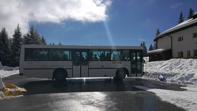 Il bus arriva a Bargis.