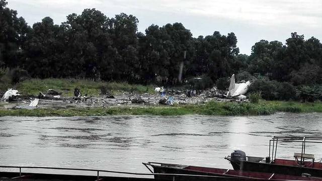 Aufnahme des Trämmerfeldes vom abgestürzten Flugzeug