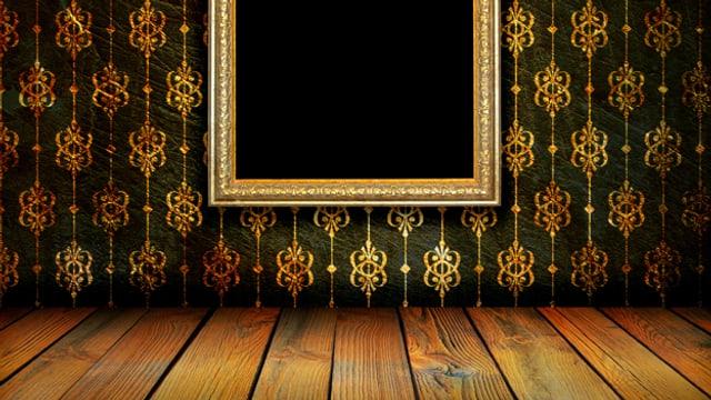 Leerer Rahmen auf einer glamourösen Stofftapete.