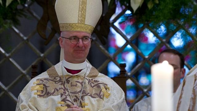 Bischof Charles Morerod in der Kathedrale in Freiburg.