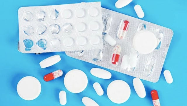 Verschiedene Pillen und Kapseln mit Blistern.