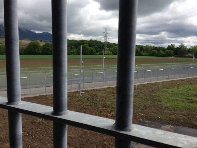Das neue Gefängnis in Deitingen steht neben der Autobahn A1 und bietet 96 neue Plätze für geschlossenen Strafvollzug.