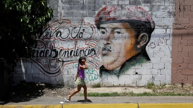 Grafiti von Hugo Chavez und die Aussage: Es lebe die Unabhängigkeit.(reuters)