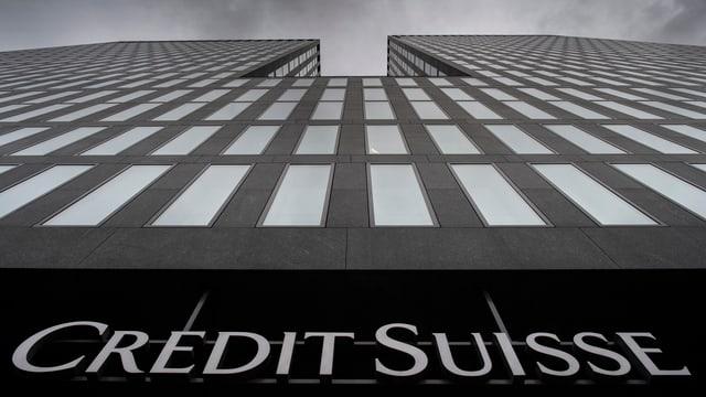 In edifizi da la Credit Suisse.