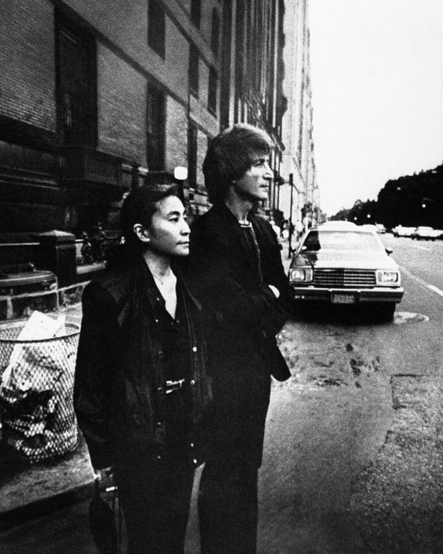 Yoko e John davant il Dakota Building