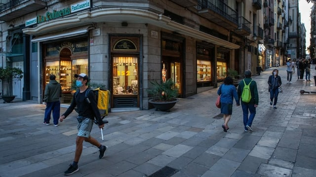 Menschen mit Maske in Barcelona