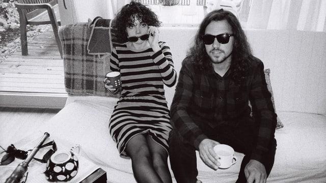 Roland Vögtli e Maria Moling da Me + Marie sesan sin canape e baivan cafe.