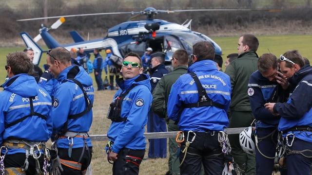 Französische Rettungskräfte mit alpiner Ausrüstung