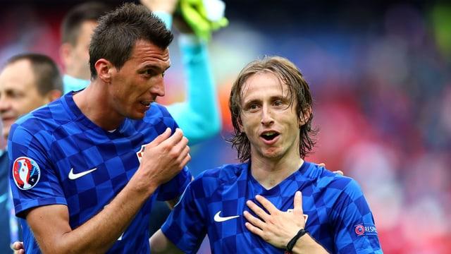 Kroatiens Mario Mandzukic (l.) und Luka Modric.