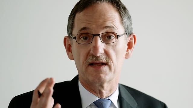Portrait Mario Fehr, aufgenommen an einer Medienkonferenz zur Asylfrage