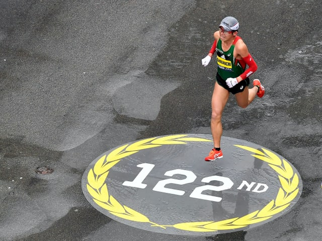 Yuki Kawauchi rennt am Boston Marathon.