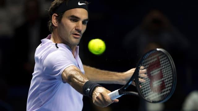 Federer vi da la rait cun balla.