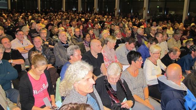 Viele Leute in einem Saal