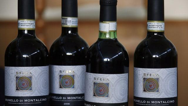 Vier Flaschen Rotwein mit der Bezeichnung Brunello di  Montalcino.