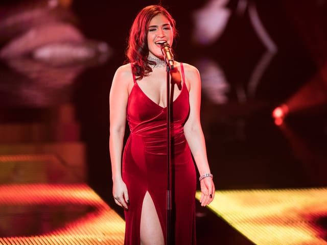 Miruna auf der Bühne.