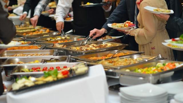 Vom Salat zum Dessert: Ist die Reihenfolge beim Essen wichtig?
