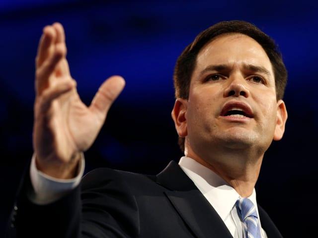 Marco Rubio als Redner an einer Veranstaltung.