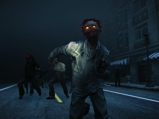 Eine Zombie-Horde schlurft bei Nacht auf den Betrachter zu.
