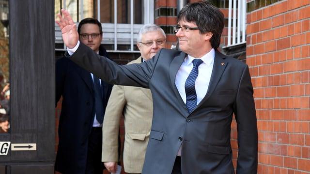 Porträt von Puigdemont vor dem Gefängnis.