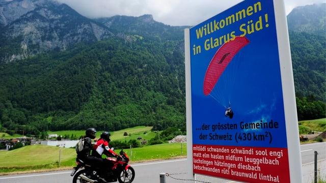 Aus 25 mach 3: 2006 stimmte die Landsgemeinde für die grösste Gemeindefusion in der Geschichte des Kantons Glarus.