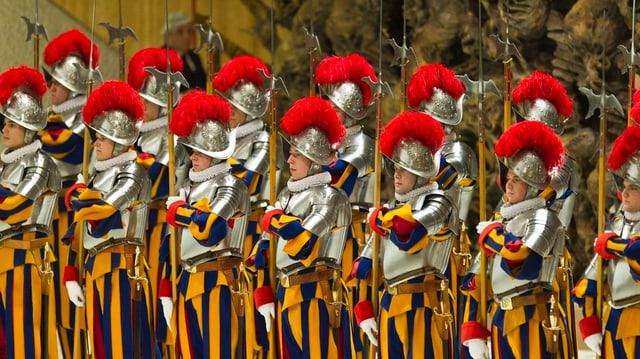 Schweizergardisten in Uniform