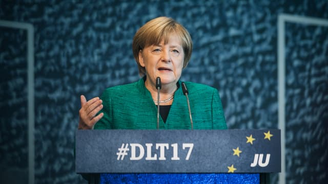 Merkel discurra.