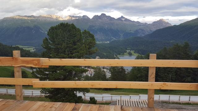 La vista d'ina plattafurma a Salastrains
