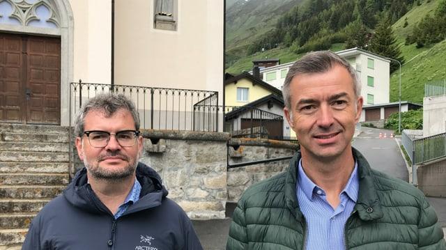 Georg und Franz-Xaver Simmen vor der Kirche in Realp