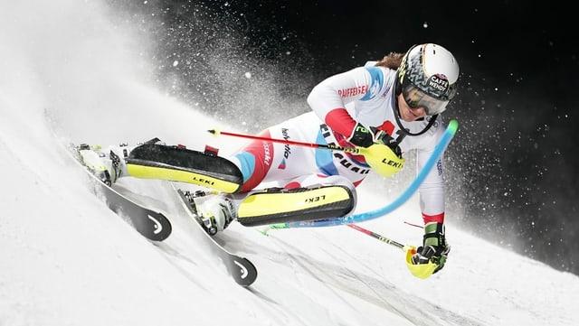 La skiunza Wendy Holdener en acziun