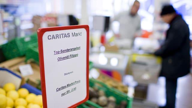 Schild in Caritas-Markt.