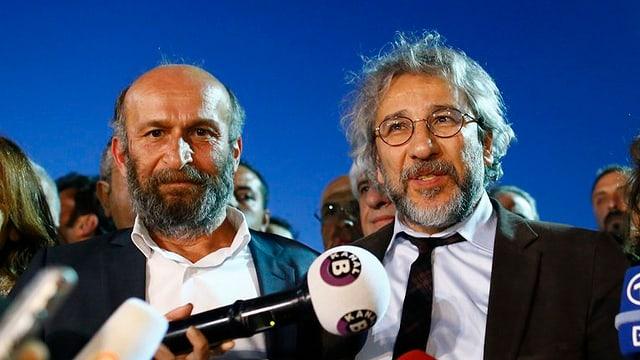 Ils dus schurnalists sentenziads Can Dundar e Erdem Gul da la gasetta Cumhuriyet