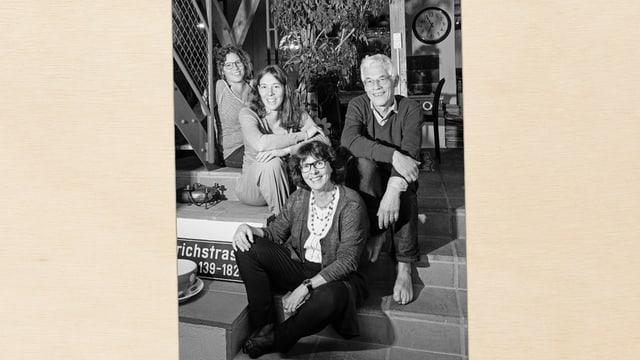 Ein schwarz-weisses Familienporträt