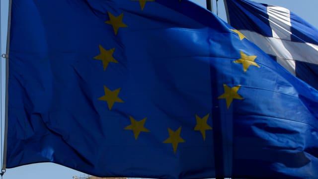 Vista sin bandiera da l'UE e da la Grezia.