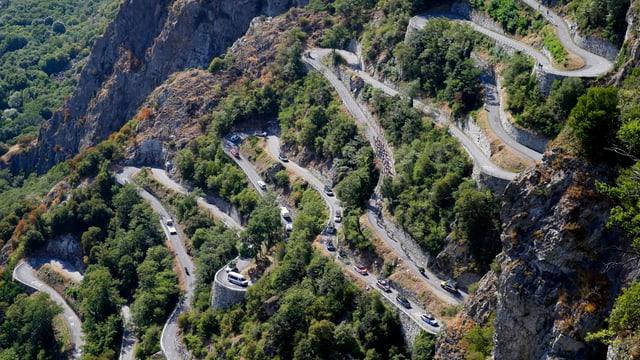 Die Passstrasse des Lacets de Montvernier aus der Vogelperspektive.