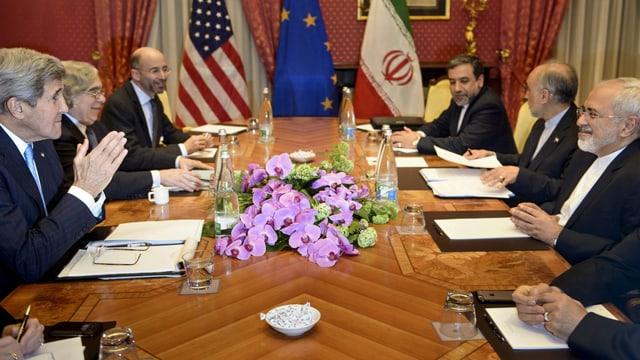 Malley mit dem damaligen US-Aussenminister Kelly und seinem iranischen Amtskollegen Zarif in Lausanne.