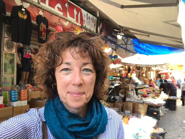 SRF-Nahostkorrespondentin Susanne Brunner im Suk in Downtown Amman,