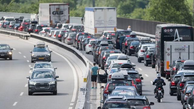 Colonnas avant il Gottard en direcziun sid – in maletg frequent il fanadur (15-07-2017 ad Erstfeld).